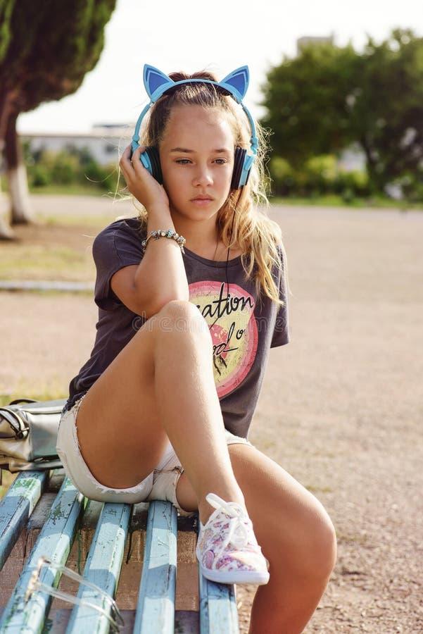 Ragazza teenager sveglia immagini stock