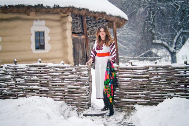 Ragazza ucraina in costume nazionale immagine stock