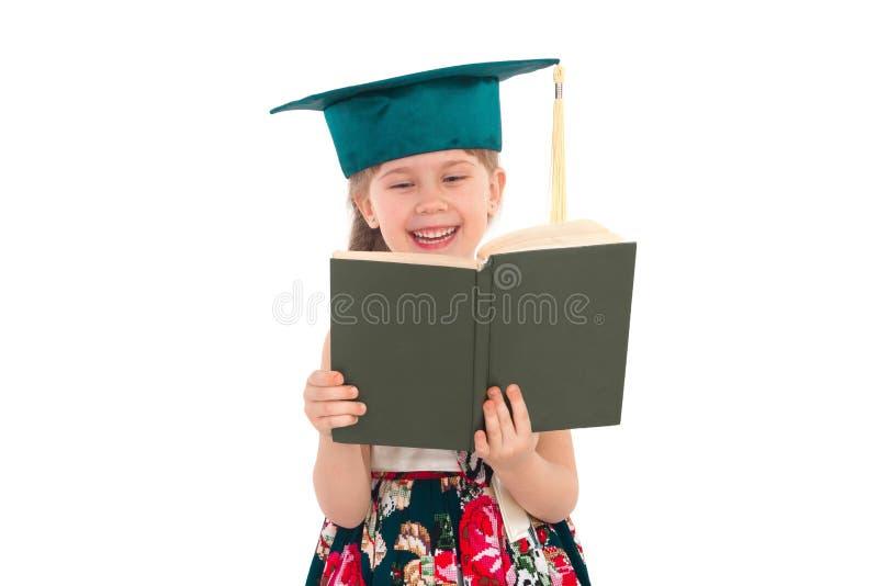 Ragazza in un cappello con un libro fotografie stock libere da diritti