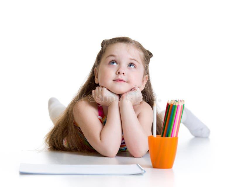 Ragazza vaga del bambino con le matite immagine stock