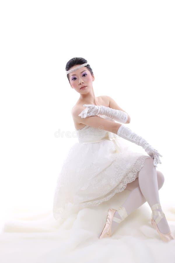 Ragazza in vestito da cerimonia nuziale immagini stock libere da diritti