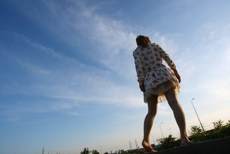 Ragazza in vestito floreale immagini stock