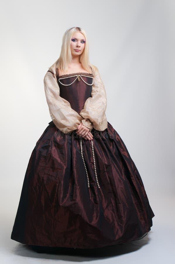 Ragazza in vestito medioevale fotografie stock libere da diritti