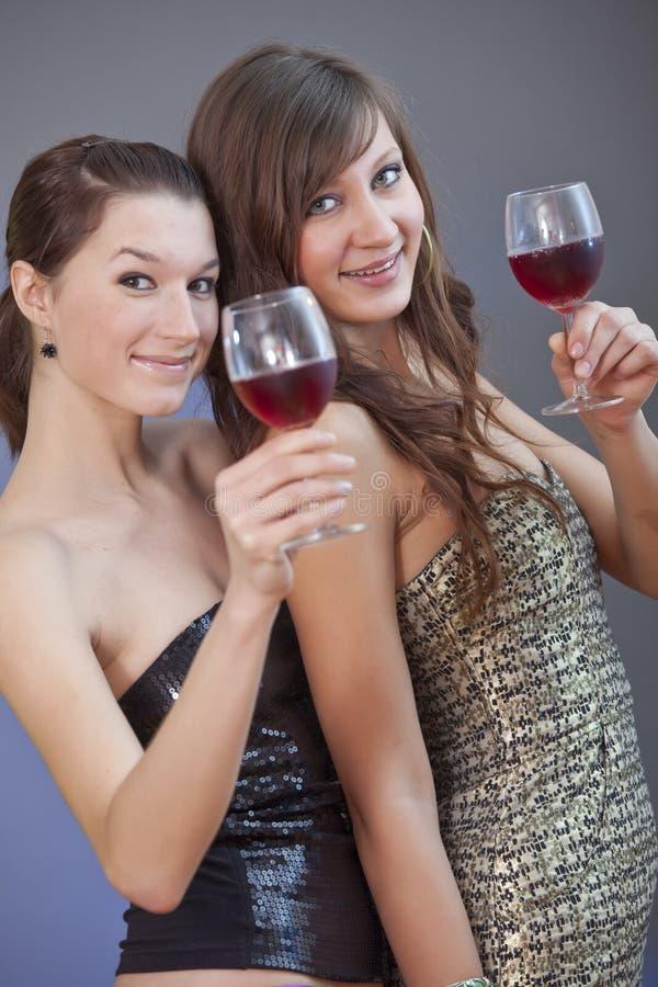 Ragazze di partito con le bevande fotografia stock libera da diritti