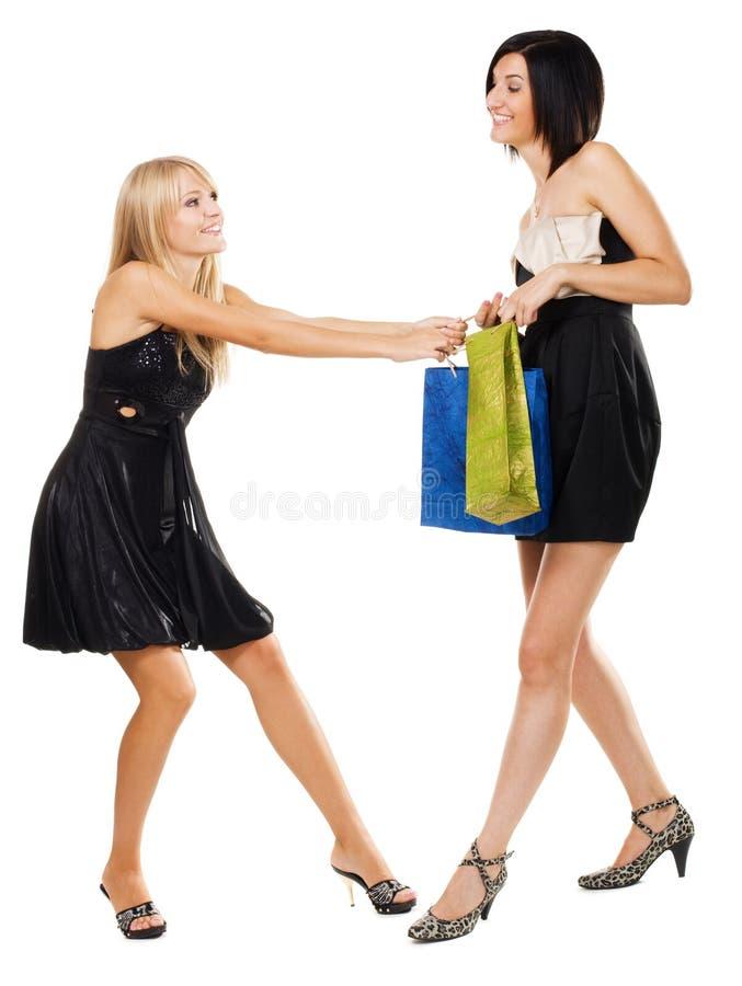 Ragazze graziose che combattono per l'acquisto fotografie stock libere da diritti