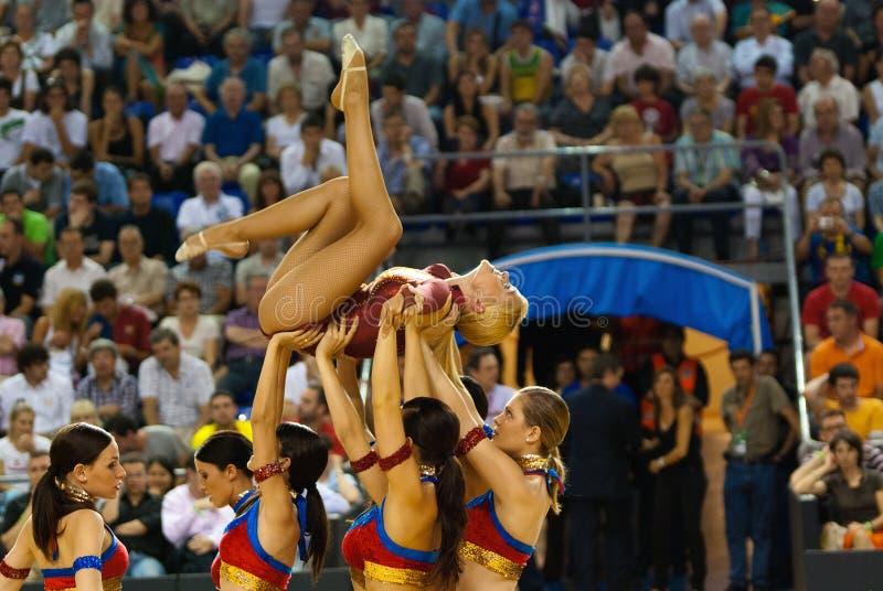 Ragazze pon pon a Palau Blaugrana immagini stock libere da diritti