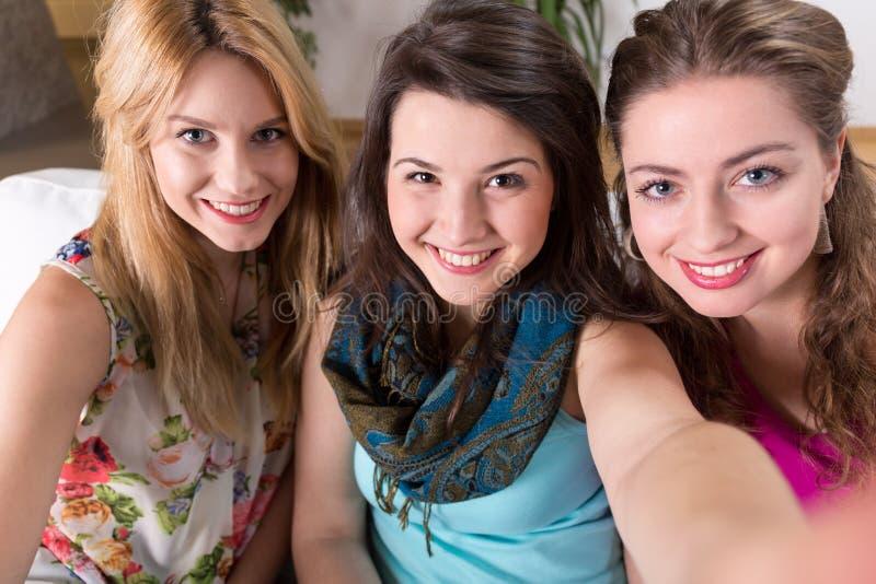 Ragazze sorridenti fotografia stock