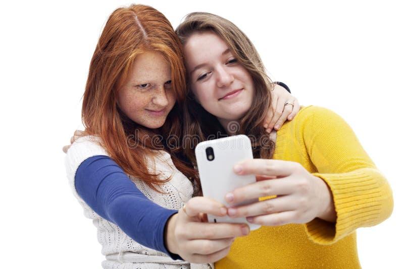 Ragazze teenager con il telefono immagini stock libere da diritti