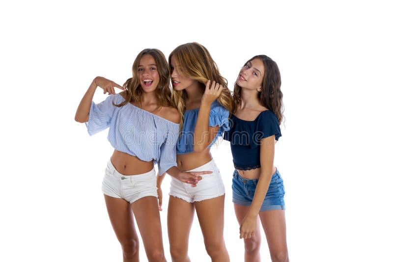 Ragazze teenager dei migliori amici di Thee felici insieme immagine stock libera da diritti