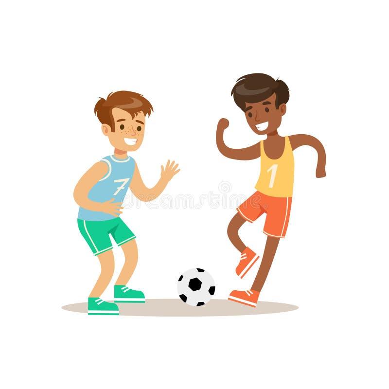 Ragazzi che giocano a calcio bambino che pratica gli sport e le attività fisiche differenti nella classe di educazione fisica illustrazione di stock
