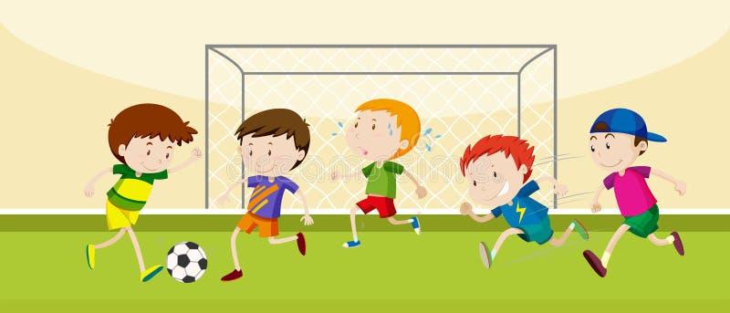 Ragazzi che giocano a calcio nel campo royalty illustrazione gratis