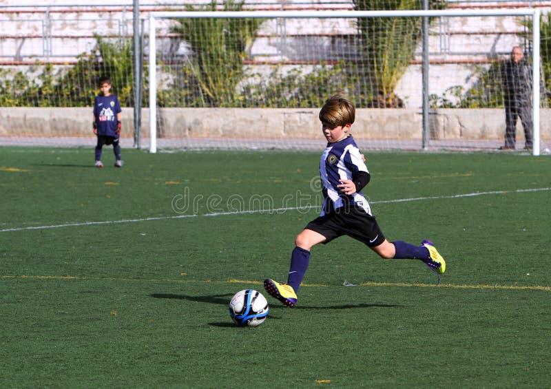 Ragazzi Sulla Tazza Di Calcio Della Gioventù Della Città Di Alicante Immagine Editoriale
