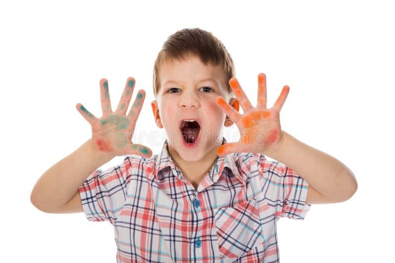 Ragazzino con le mani macchiate pittura fotografia stock libera da diritti