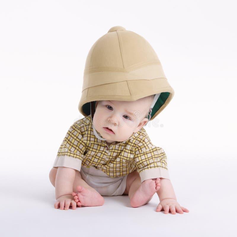 Ragazzino sveglio con il cappello di safari immagine stock libera da diritti