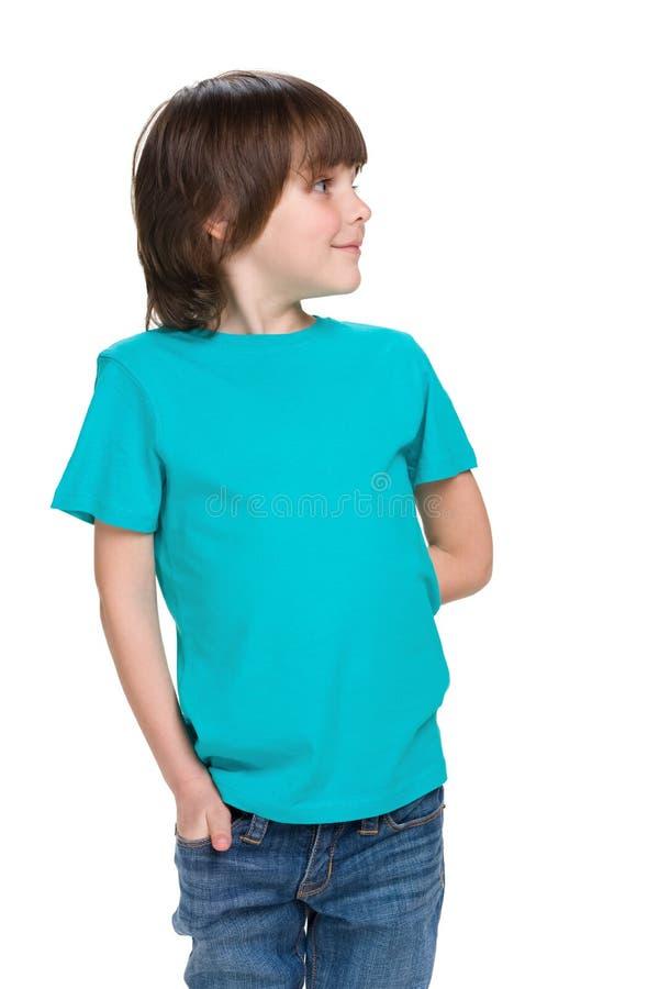 Ragazzino sveglio in una camicia blu immagini stock libere da diritti