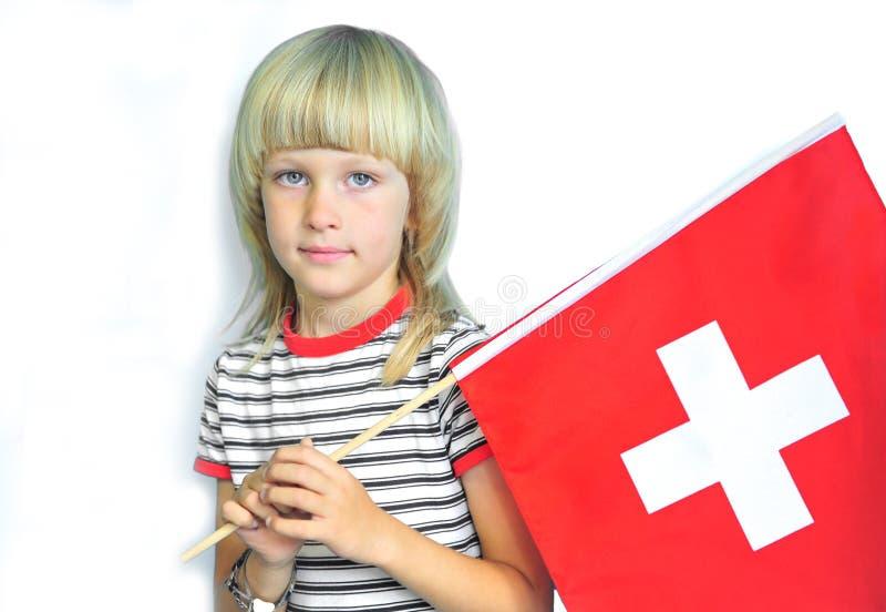 Ragazzo adorabile con una bandiera nazionale della Svizzera immagini stock