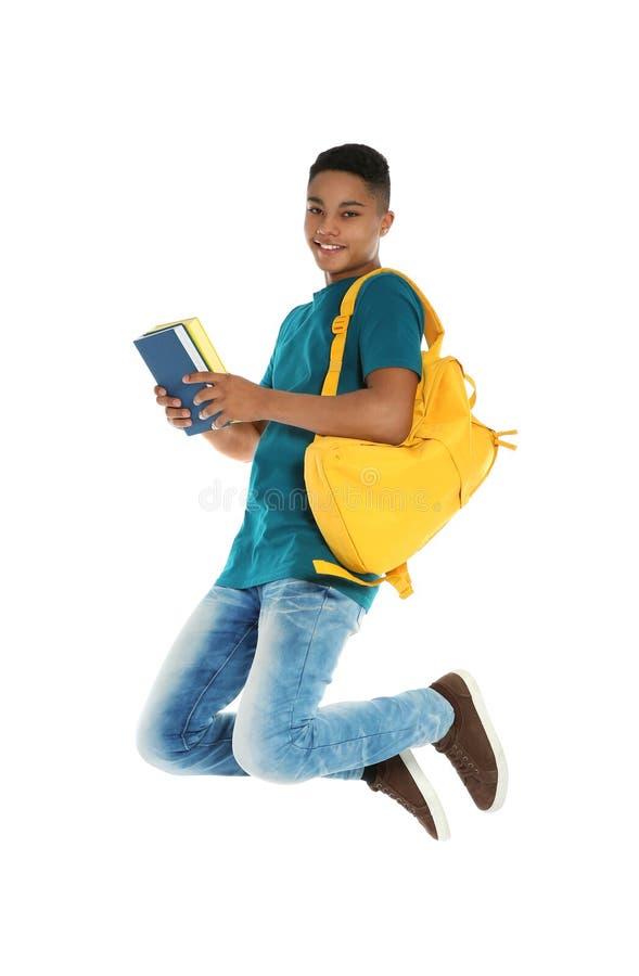 Ragazzo afroamericano dell'adolescente con i libri fotografie stock