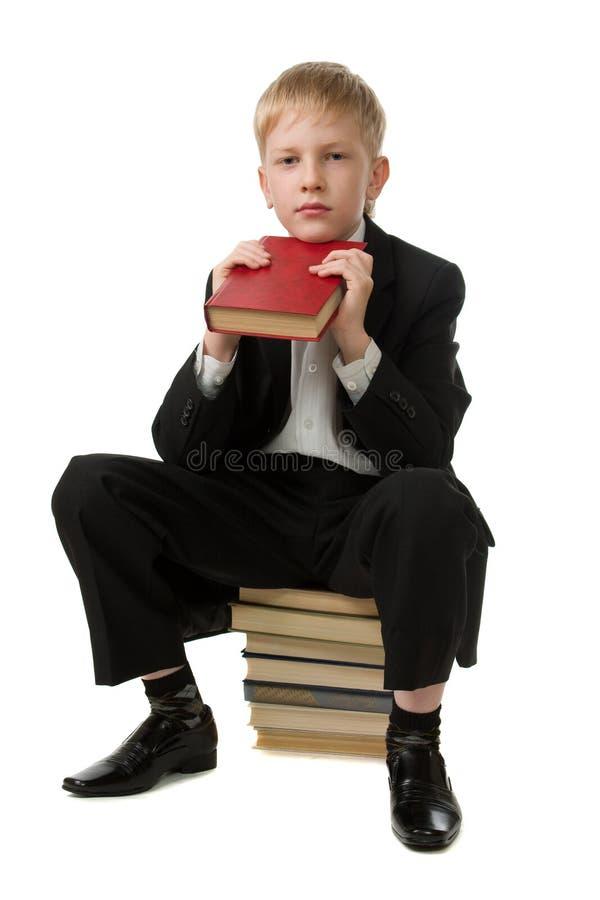 Ragazzo allegro con il libro. fotografia stock libera da diritti