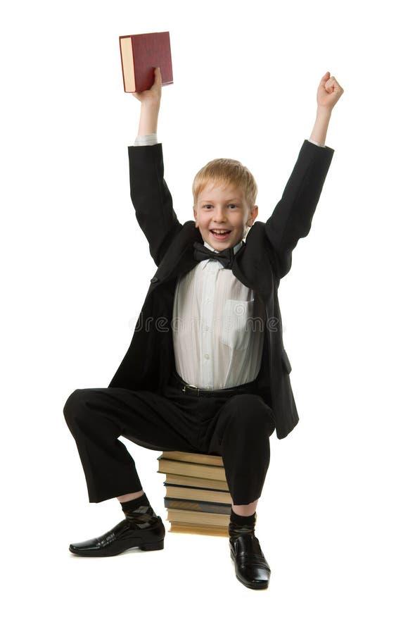Ragazzo allegro con il libro. fotografia stock