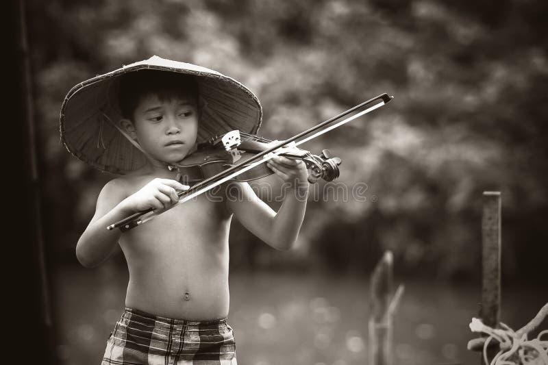 Ragazzo Asiatico Che Gioca Violino Dominio Pubblico Gratuito Cc0 Immagine