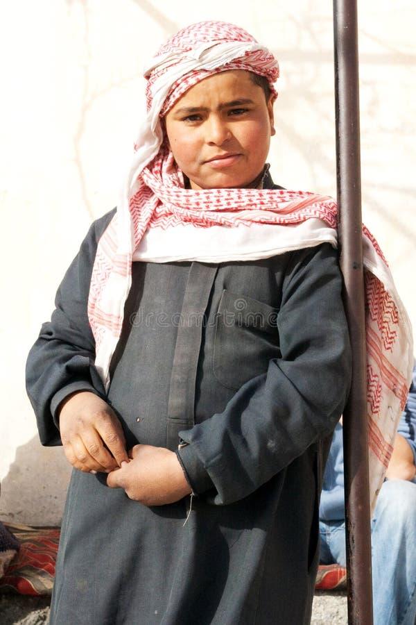 Ragazzo beduino in città antica di Palmira - la Siria fotografia stock libera da diritti