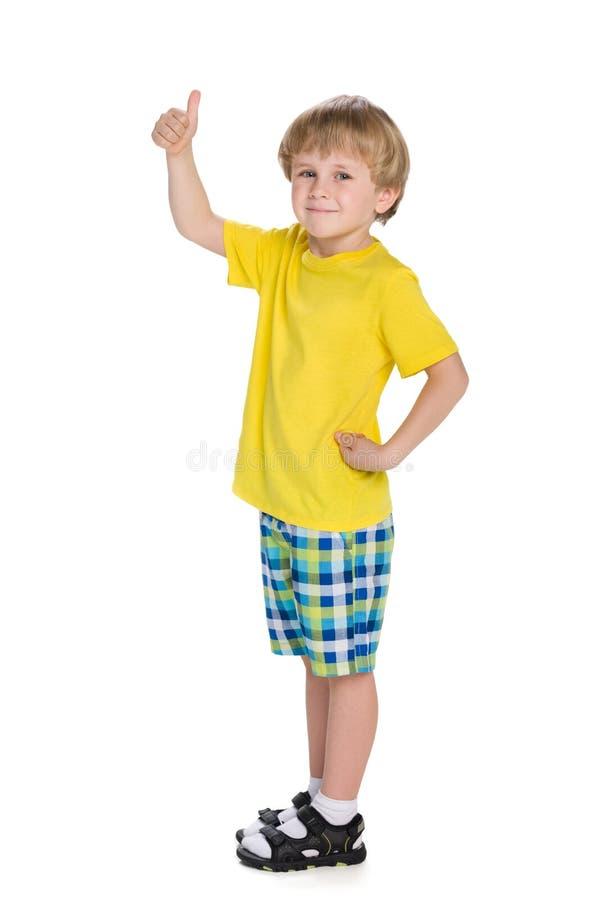 Ragazzo biondo con il suo pollice su fotografie stock libere da diritti