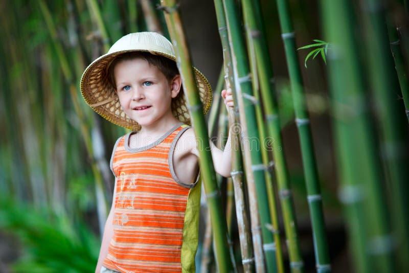 Ragazzo in cappello di safari immagini stock libere da diritti