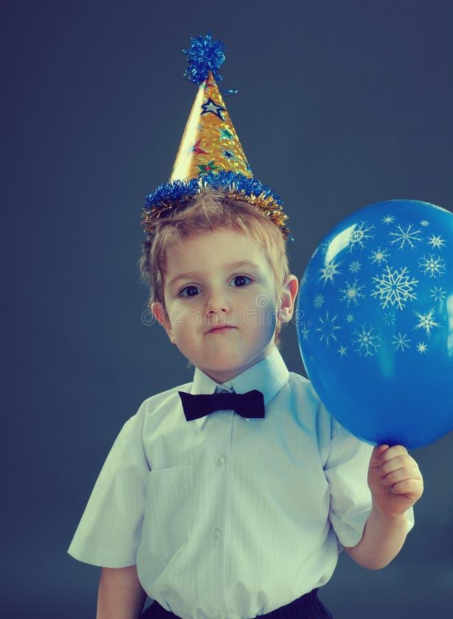 Ragazzo che celebra il compleanno immagine stock