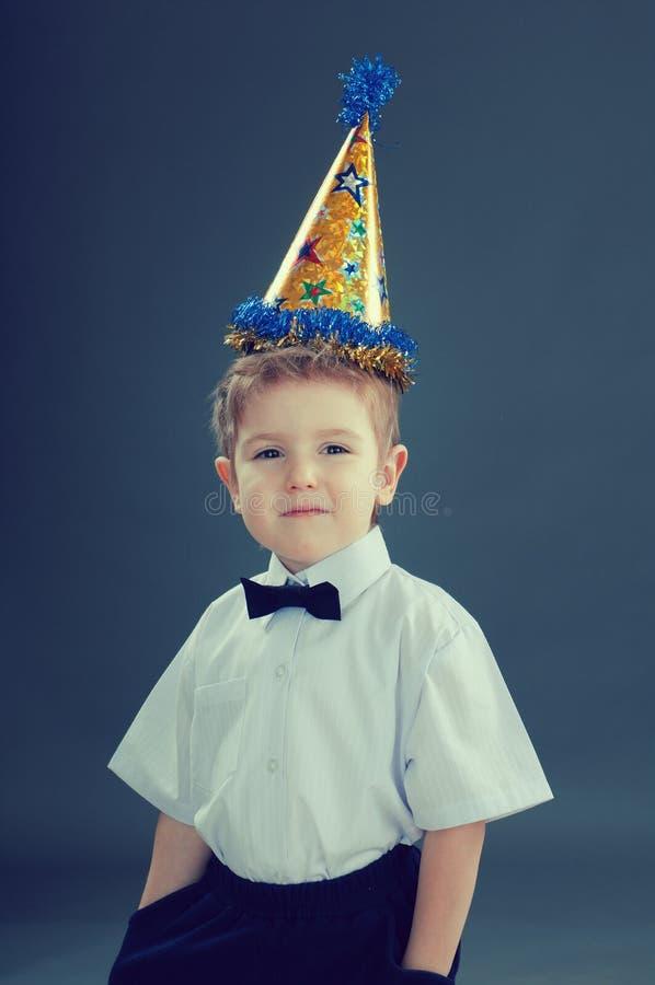 Ragazzo che celebra il compleanno fotografia stock