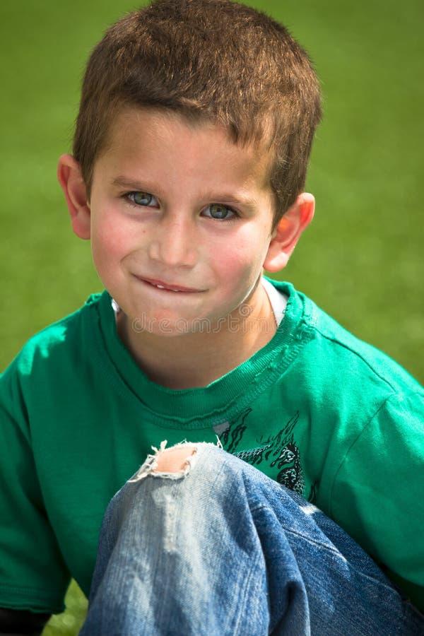 Ragazzo con gli occhi azzurri fotografie stock libere da diritti