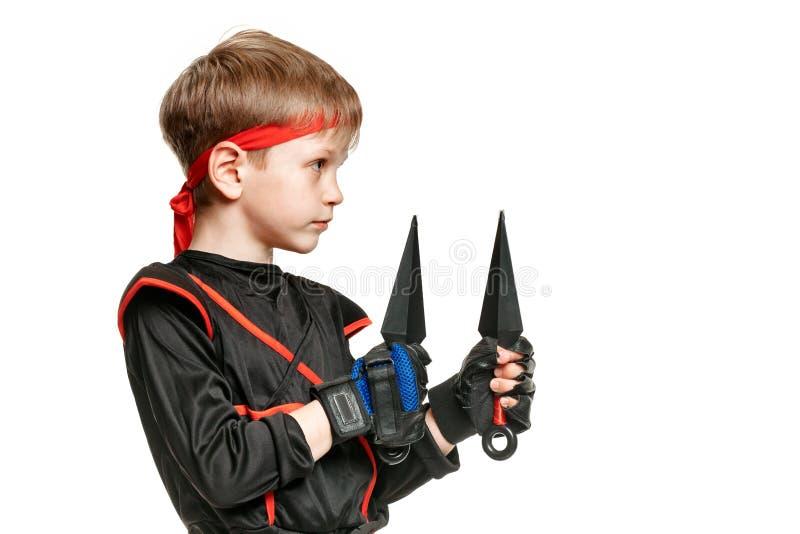 Ragazzo con l'arma di ninja fotografie stock libere da diritti
