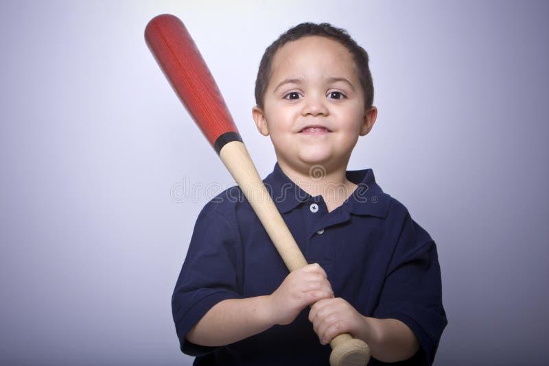 Ragazzo con la mazza da baseball fotografia stock libera da diritti