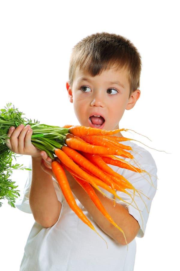 Ragazzo con le carote fotografia stock libera da diritti