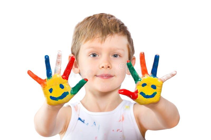 Ragazzo con le mani in pittura su bianco fotografia stock