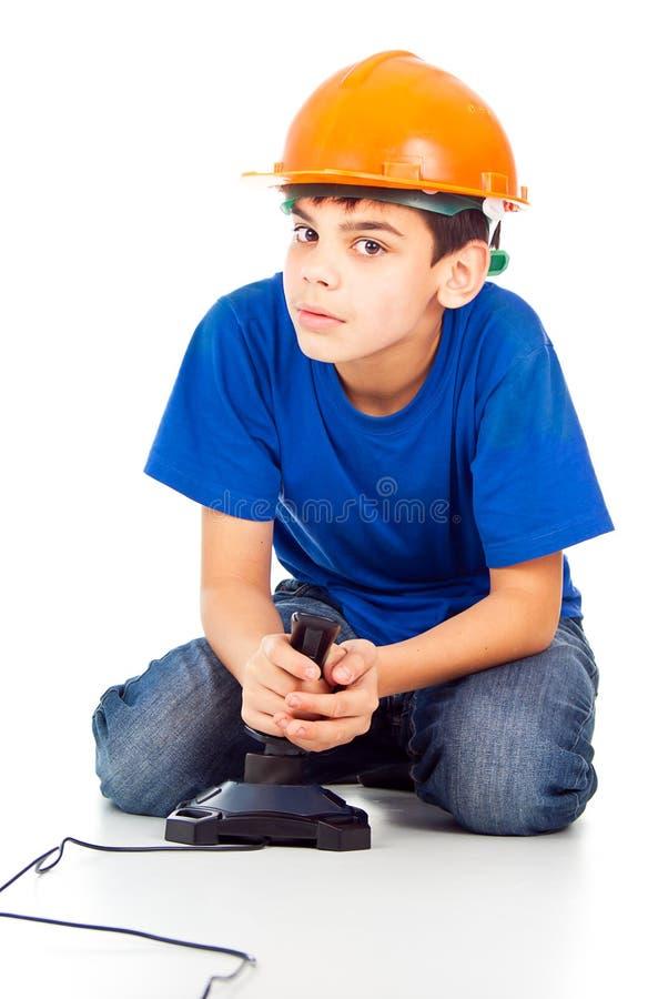 Ragazzo con un bastone e un casco fotografia stock