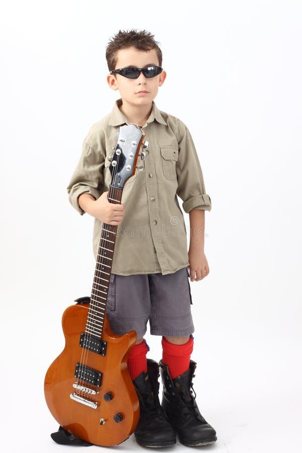 Ragazzo con una chitarra immagine stock