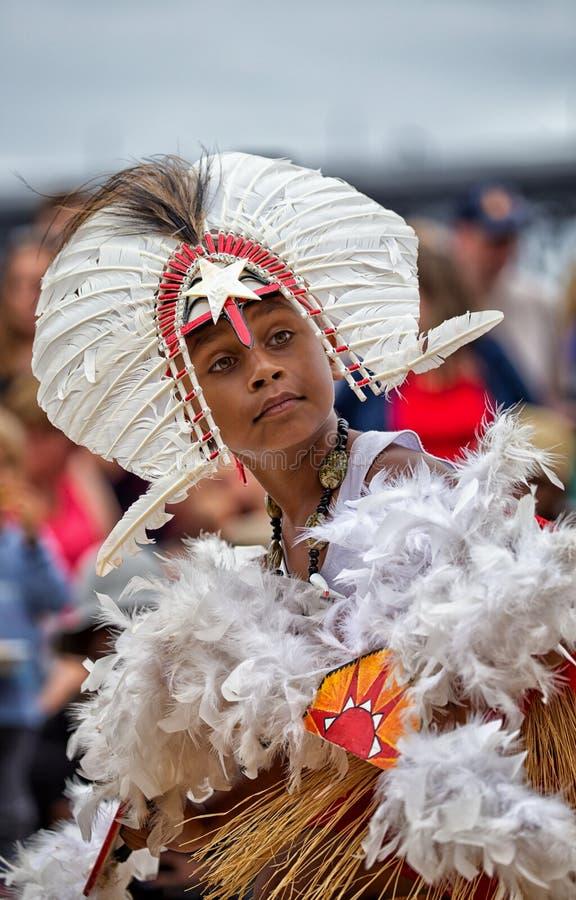 Ragazzo dell'isolano dello stretto di Torres in costume tradizionale fotografia stock