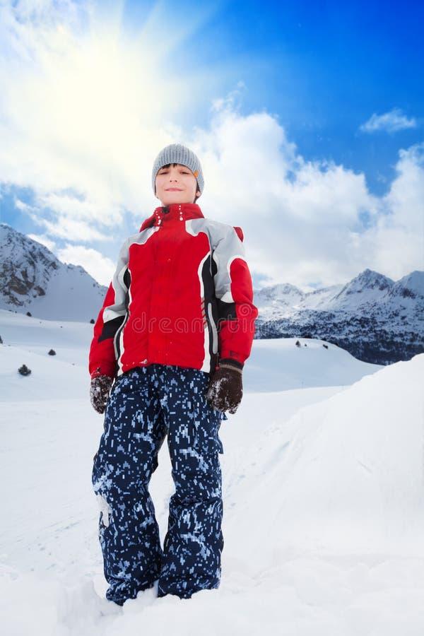 Ragazzo felice il giorno di inverno fotografia stock libera da diritti