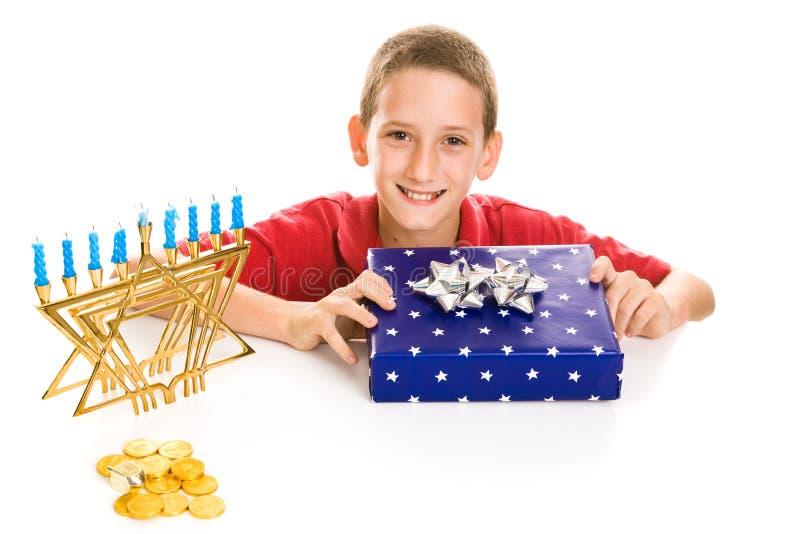 Ragazzo felice su Hanukkah fotografia stock libera da diritti