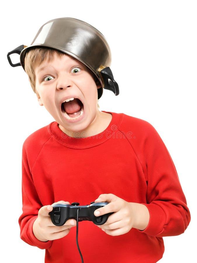 Ragazzo gridante con gamepad in mani fotografia stock