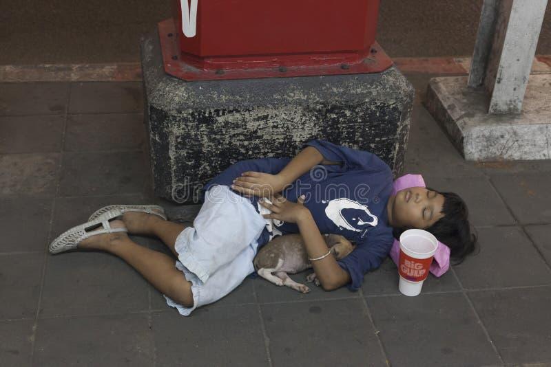 Ragazzo senza tetto a Bangkok fotografia stock