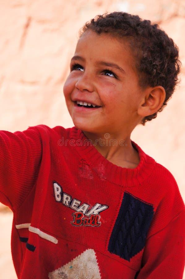 Ragazzo sveglio che sorride in Tineghir, Marocco fotografie stock