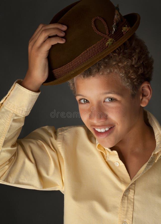 Ragazzo sveglio del Tween che fornisce di punta cappello fotografia stock