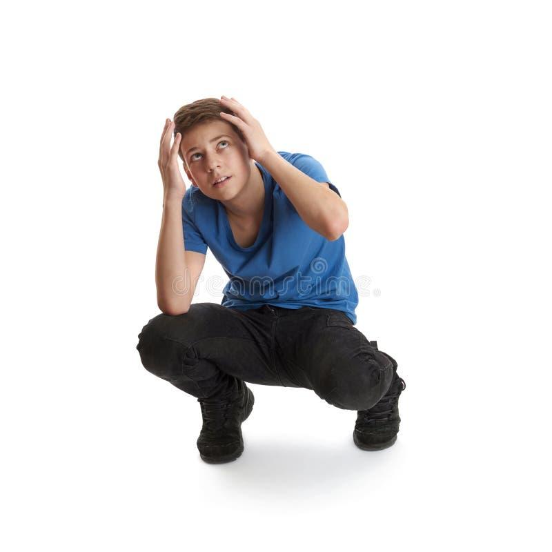 Ragazzo sveglio dell'adolescente sopra fondo isolato bianco immagine stock