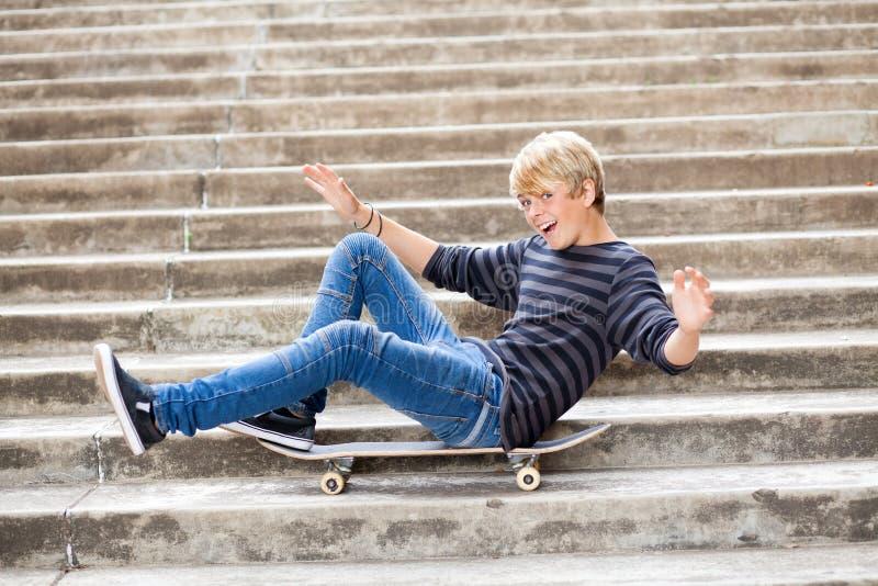 Ragazzo teenager allegro immagini stock
