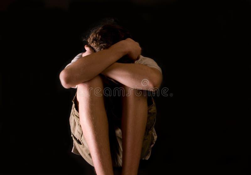 Ragazzo teenager - impaurito e solo fotografie stock libere da diritti