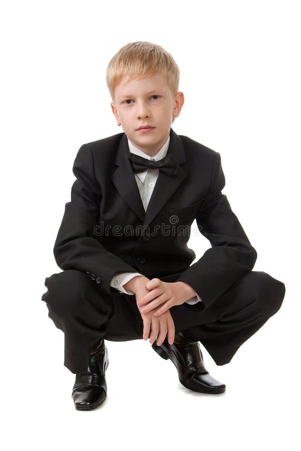 Ragazzo in un vestito nero. fotografia stock libera da diritti