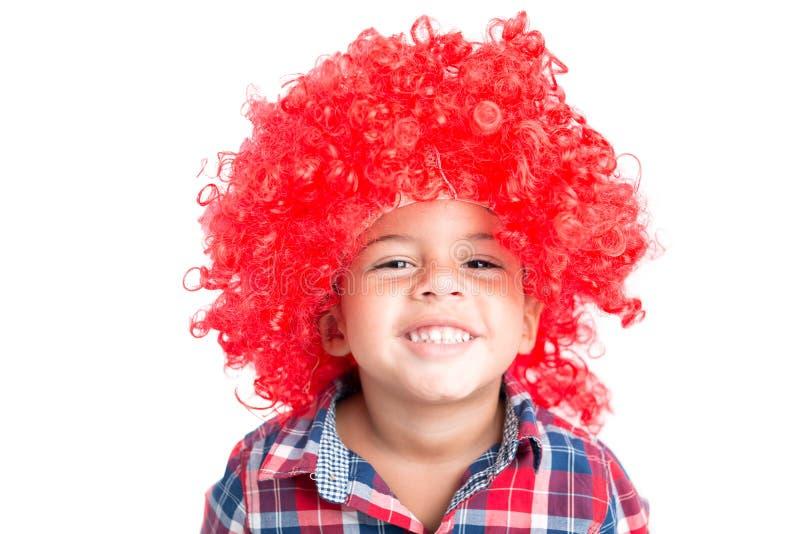 Ragazzo in una parrucca fotografia stock libera da diritti