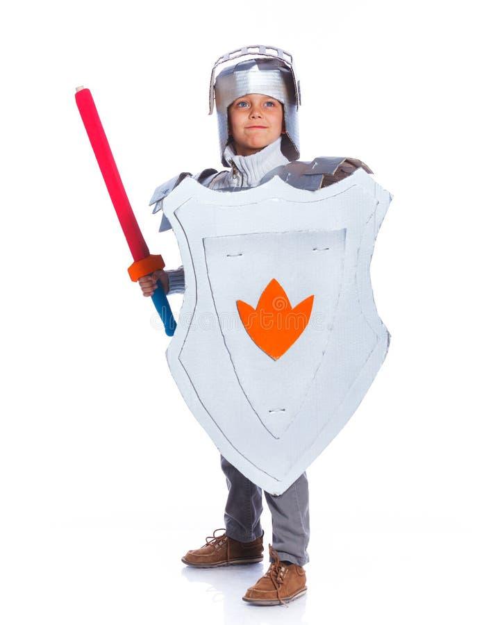 Ragazzo vestito come cavaliere fotografie stock