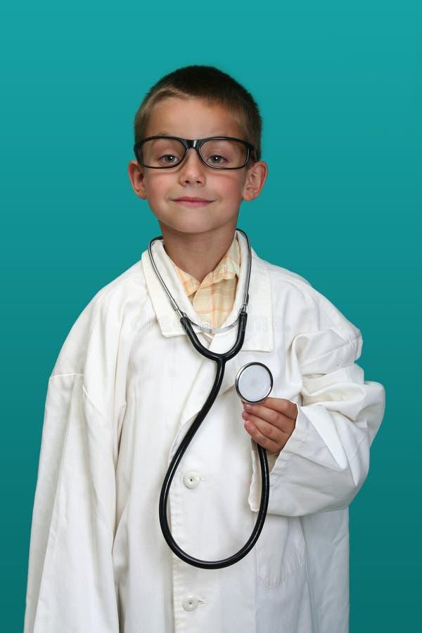 Ragazzo vestito come su medico fotografia stock libera da diritti